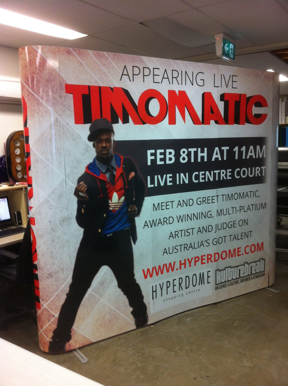 Timomatic pop up wall